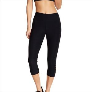 Bally Total Fitness Cropped Leggings Size Small